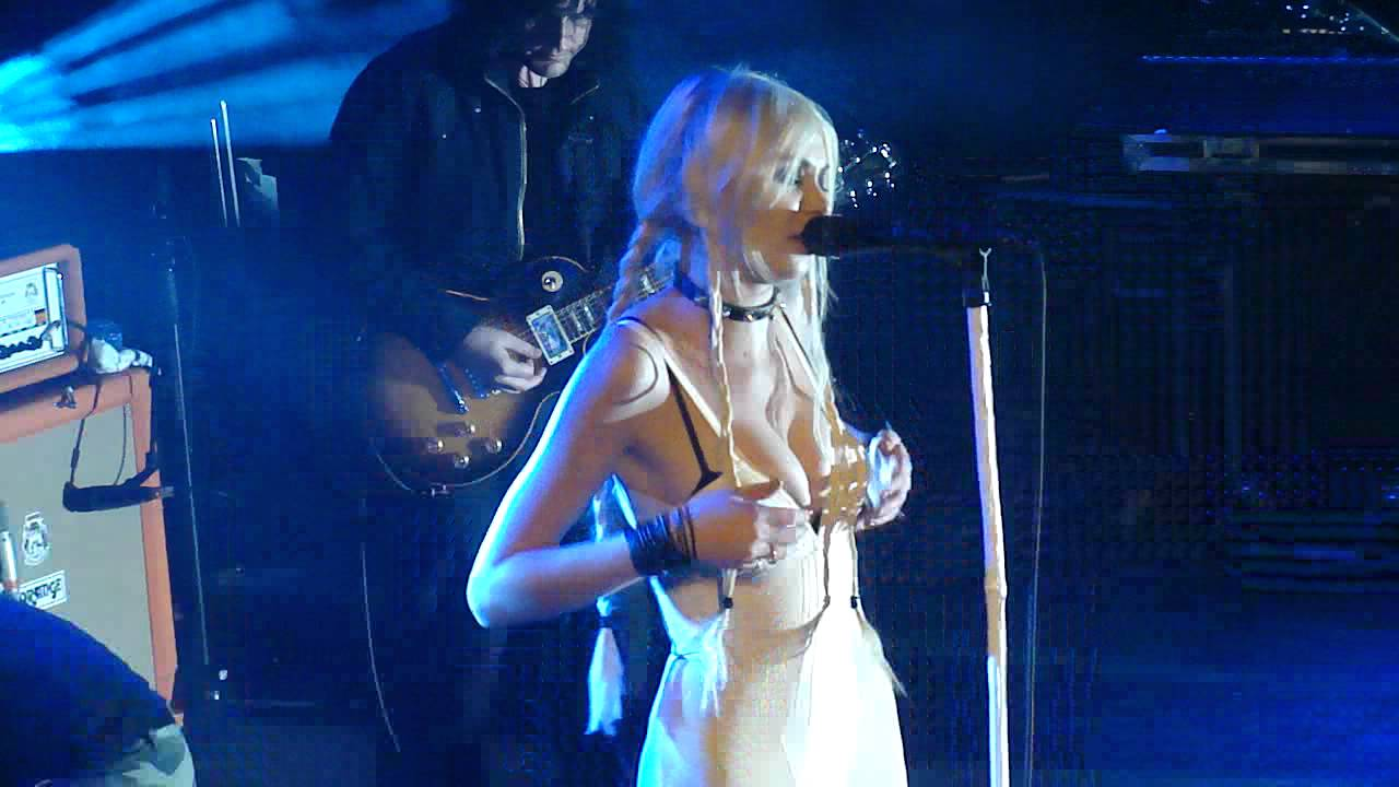 Download The Pretty Reckless - Zombie live in Paris by Emii