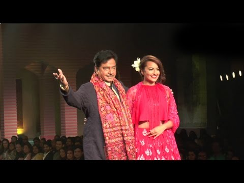 Sonakshi Sinha Walks The Ramp With Father Shatrughan Sinha For Manish Malhotra