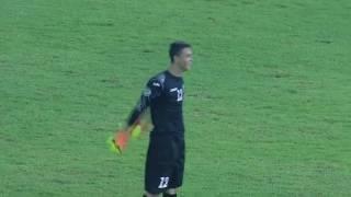 Вратарь сборной Узбекистана Джасурбек Умирзаков  забивает гол в ворота Северной Кореи