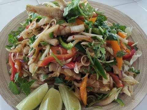 C/w Nana: Lao Chicken Feet Salad (ຍຳຕີນໄກ່ == Yum Teen Ghai)