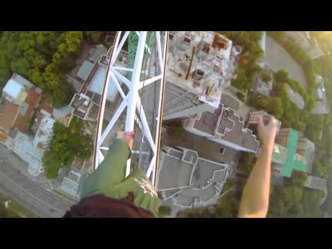 Young dude climbs crazy structures with zero safety
