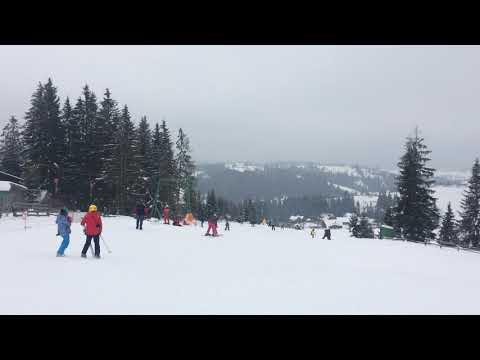 Малышка Мира (1год 8 мес) первый раз на лыжах