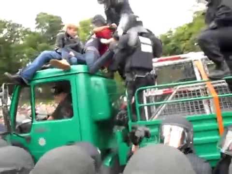 gut BFE-Beamter schlägt auf Demonstranten ein - Stuttgart 21 Eskalation, 30.09.2010 2014