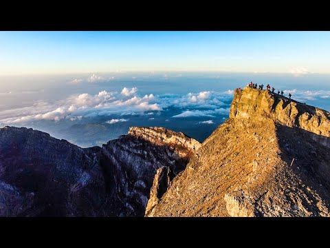 CLIMBING MT. AGUNG VOLCANO in BALI, INDONESIA (Day 2)