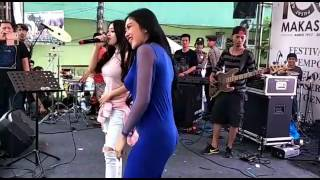 Download Video Pamela Safitri Feat Cupi Cupita Menggoyang Makasar ( 10052017) MP3 3GP MP4