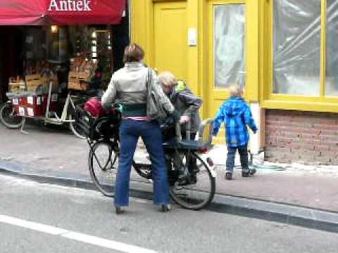 3 kids, 2 wheels, 1 supermum in Amsterdam