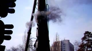 Дизель-молот забивает сваи на строительстве второго выхода ст. Дарница