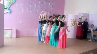 Download Индийский танец Mp3 and Videos