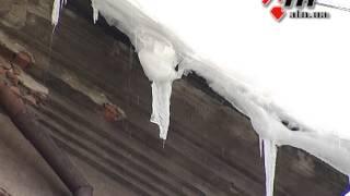 видео Снег с крыши повредил машину?! Кто возместит ущерб?