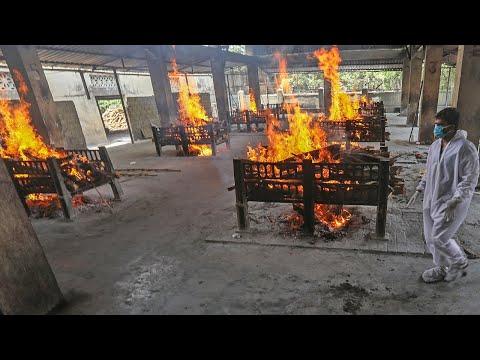 করোনায় মৃত্যুপুরী ভারত, শ্মশানে লাশের দীর্ঘ সারি