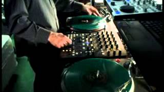 drop it low freestyle scrathing on serato vinyl and virtual and dj hercules rmx