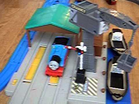 TOMY TRACKMASTER THOMAS RAILWAY CRANKY DOCKYARD/'