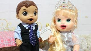 BABY ALIVE MENINO MEU PRIMIERO FILHO GABRIEL E SARA COMILONA SE ARRUMANDO PARA CASAMENTO!
