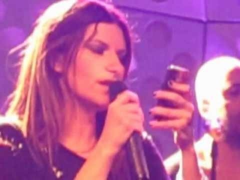 laura pausini canta  she allo show case RDS a roma.AVI