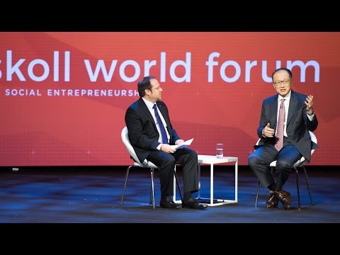 Jeff Skoll speaks with Dr Jim Yong Kim at the Skoll World Fo