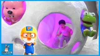 뽀로로 키즈 카페 테마파크 놀이! 뽀로로 자동차 미끄럼틀 놀이 ♡ 어린이 장난감 놀이 Indoor Playground Fun Play | 말이야와친구들 MariAndFriends