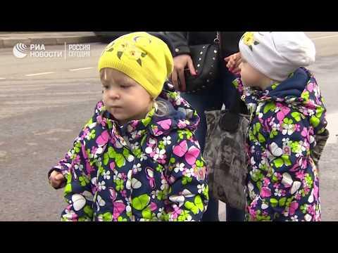Как растут рожденные в московской клинике одинаковые тройняшки