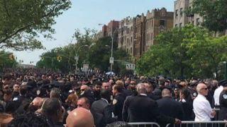 NYPD cops turn their backs on Mayor de Blasio