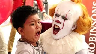 "Pennywise Terrifies Audience Inside ""The House Of Mirrors"" (Robinsons Movieworld, Galleria)"