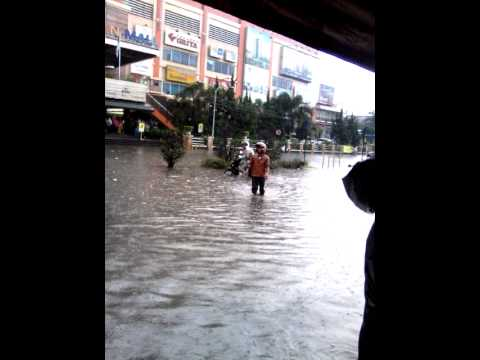 Banjir Bandung Trade Center Pasteur (11/08/14)
