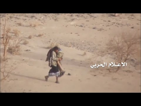 Yemeni fighter braves storm of bullets to save injured comrade