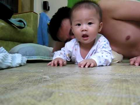 Quỳnh Nhi 5 tháng tuổi (mới biết lật)
