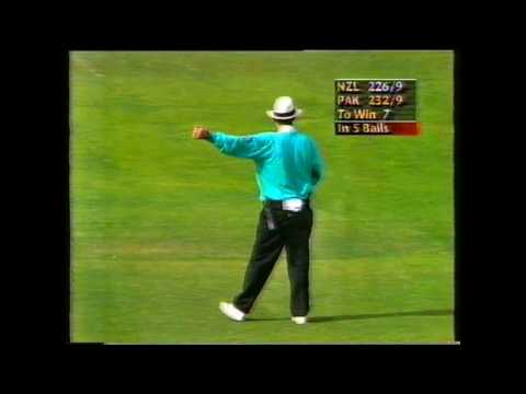 The Postman Delivers - Gavin Larsen Heroics vs Pakistan - 2nd ODI at Christchurch, 1995