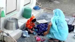 Cute Little Baby Yagni Cleaning Clothes | Funny | 2015/01/29 173801
