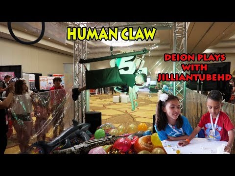 HUMAN CLAW GAME | Games with JillianTubeHD | Clamour 2018 day 2