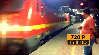 [IRI] Varuna Express Arriving Sultanpur with Kanpur shed WAP4 Loco