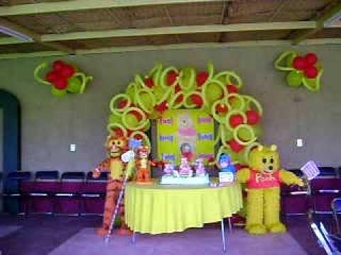Pi atas y decoracion de oso con amigos realizado por la casa de las pi atas youtube for Adornos para la casa