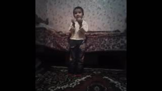 Мальчик танцует лучше всех😚😘😘😘😎🙌🙋👧👦👶🙈🙉