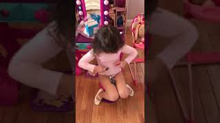 4 year old teaches how to use Auvi- Q