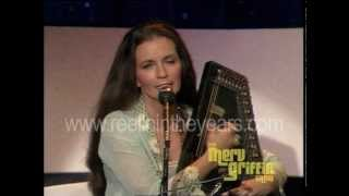 "June Carter Cash ""Hello Stranger"" / interview / ""San Antonio Rose"" (Merv Griffin Show 1980)"