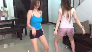 2 Girls doing the Harlem Shake (Sexy version)
