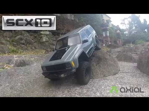 Axial RTR 3S Jeep and Wraith Spawn rock crawling in Taipei near National Palace Museum