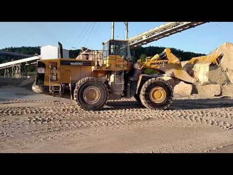 Komatsu WA600 loading gypsum