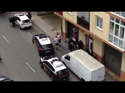 La Policía detiene a un hombre que se tiraba a los coches en la calle Ramón Puga