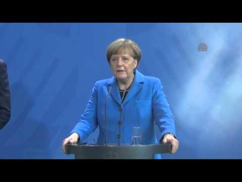 Germany's Chancellor Angela Merkel meets Ukraine's Prime Minister Arseniy Yatsenyuk
