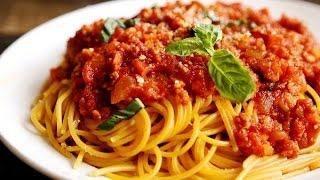 Спагетти и вкусная заправка - подлива.