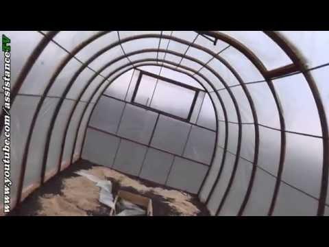 видео: Обшивка теплицы - Завершение - Часть 3
