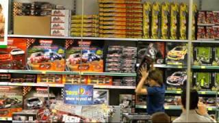 Junior wint 1 minuut gratis winkelen bij Toys XL!