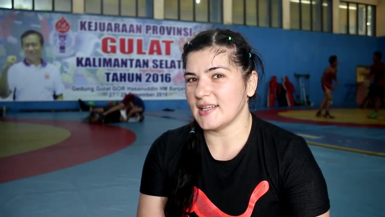 Hebboh Pegulat Cantik Romania Berambisi Bela Indonesia Di Sea Ghita Top Putih Games 2017