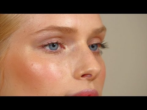 Model Off-Duty Makeup Look | Makeup Tutorial | Beauty How To