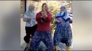 şalvarlı kızların halı yıkaması