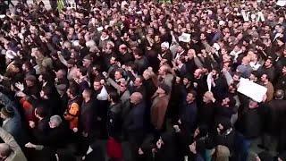 在美国的伊朗青年感到不安