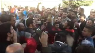 بالفيديو.. المئات يطالبون بإقالة وزير الداخلية من أمام الكاتدرائية: مسلم قبطي مش مهم نفس القهر ونفس الدم.. إرحل