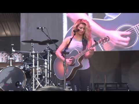 "Tori Kelly - ""Beautiful Things"" (Live in San Diego 7-9-16)"