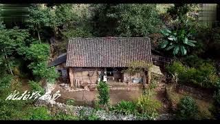 航拍贵州深山里与世隔绝的一户人家,一家3口在大山深处里隐居