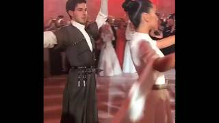 Сарина-Эрика Турецкая танцует с мужем на своей свадьбе
